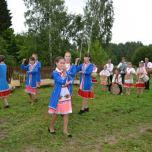 На фотографии фольклорный ансамбль «Муро сем» («Мелодия песни»)